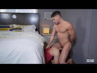 – The Twink Under The Bed – Calvin Banks barebacks Greyson Lane – DrillMyHole