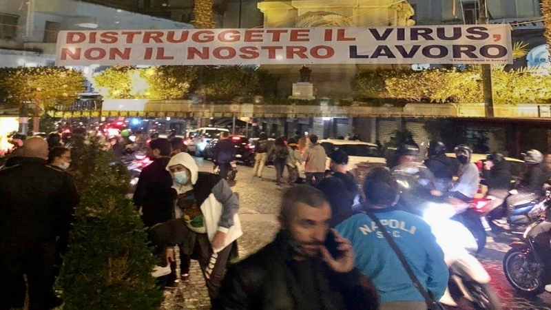 PROTESTA A NAPOLI CONTRO DE LUCA CITTADINI IN PIAZZA DIRETTA VIDEO