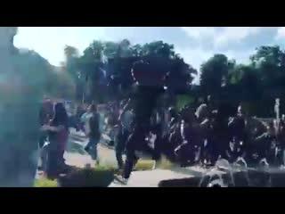 Зрители бегут на концерт rammstein в лужниках [рифмы и панчи]
