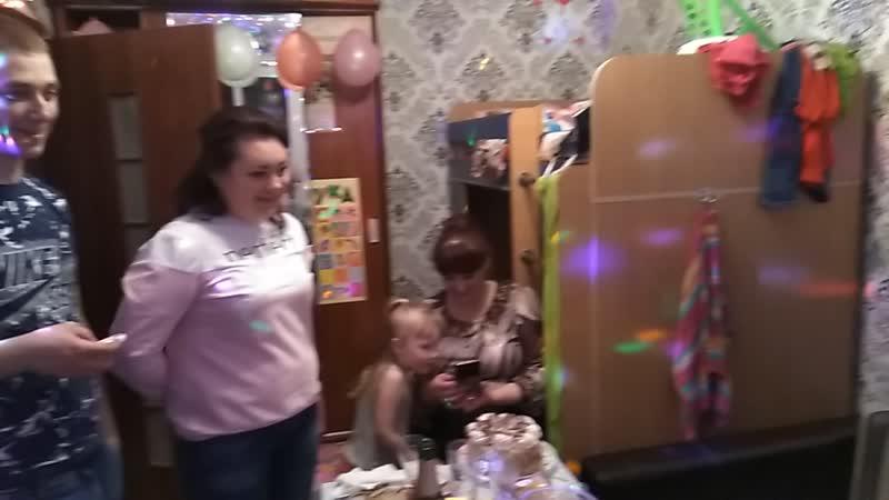 Ульянка задувает свою свечку на 6 лет!🌹🌸💐💎💍👑❣️💟💞💝💜💛💚💙💗💕💓❤️💘💋💖 ульянке6лет