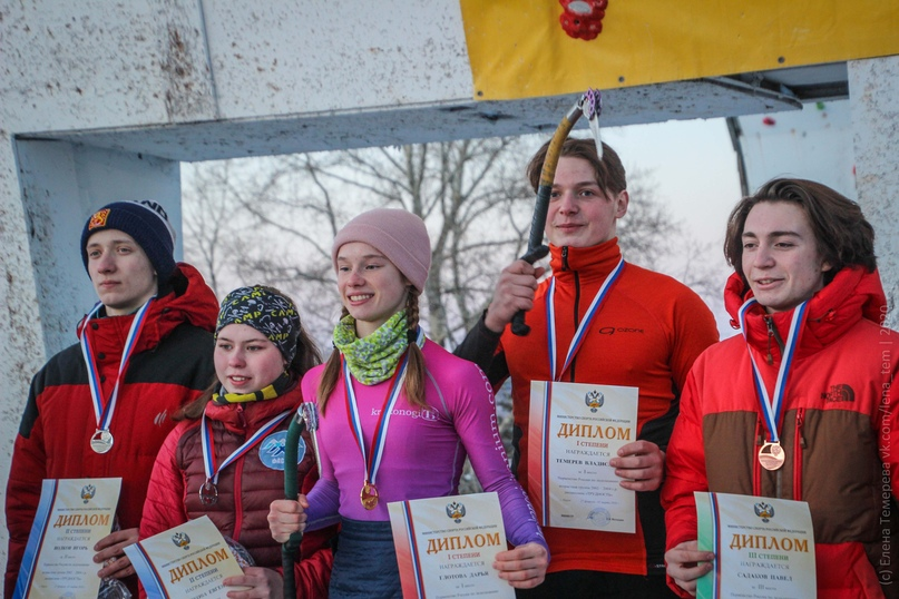 Главные отечественные ледолазные старты сезона финишировали в городе Кирове в минувшие выходные – чемпионат и первенство России по альпинизму. Всем было что доказывать и что терять…, изображение №83