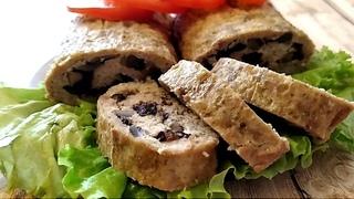 Аппетитный мясной рулет из фарша с начинкой в духовке