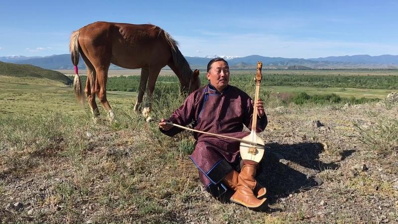 Андрей Моңгуш – Алдай-Саяан Таңды-Уулам. На музыкальном инструменте эгил/игил.