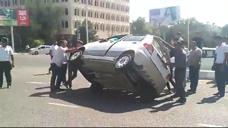 Авария в Бухаре возле Пром Строй Банка