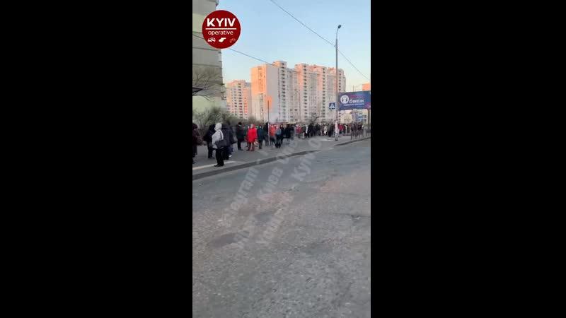 Толпы на остановках и пассажиры без масок транспортный карантин по киевски не перестаёт удивлять