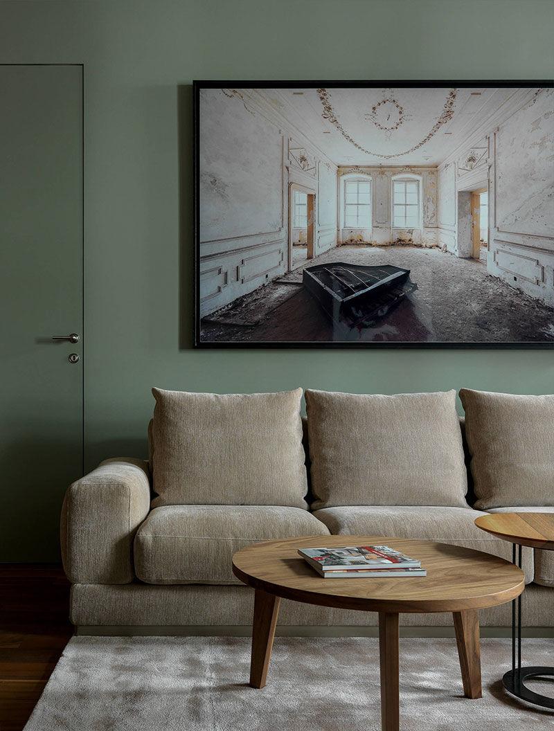 Кирпичные стены и оттенки зеленого: современная квартира в старом доме в Москве || 01