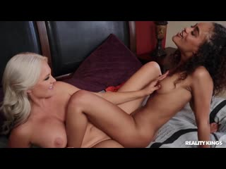 (RealityKings) Alena Croft, Scarlit Scandal - MILF Wants To Play. Porn  Порно  Большие сиськи  Лесбийский секс  Милф  Молодые