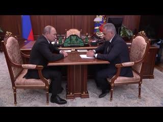 Владимир Путин проводит совещание с Сергеем Шойгу в связи с гибелью моряков-подводников.
