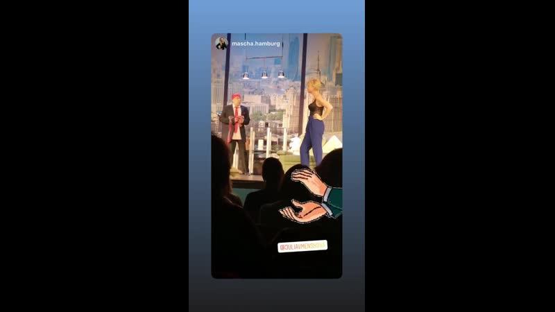 Юлия Меньшова разделась на сцене