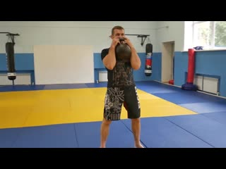 Как прокачать все тело за 9 минут. Интервальная тренировка с гирей для бойца ММА. Гибкий формат.