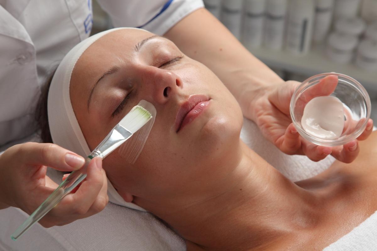 Пилинг от морщин и шрамов на лице: что нужно знать об эстетическом лечении