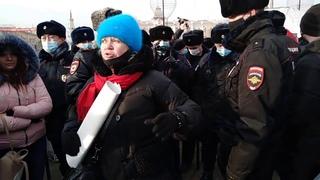 Активистка Марина Савватеева на несогласованной акции в поддержку Навального