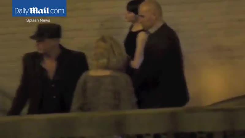 12 02 2016 ›› Дженнифер с Эммой Стоун и Вуди Харрельсоном покидают концерт Адель в театре Уилтерн