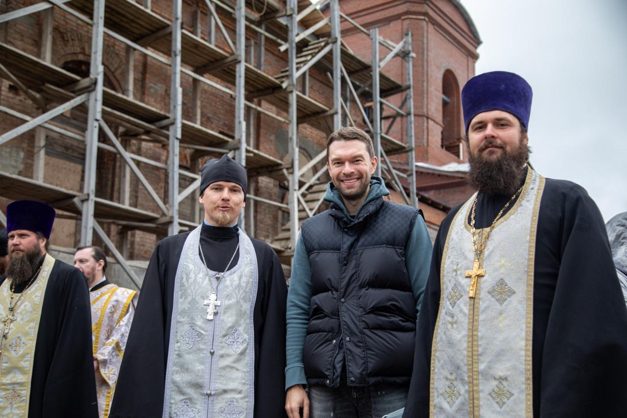 15 лет назад Крестовоздвиженский храм в Нижних