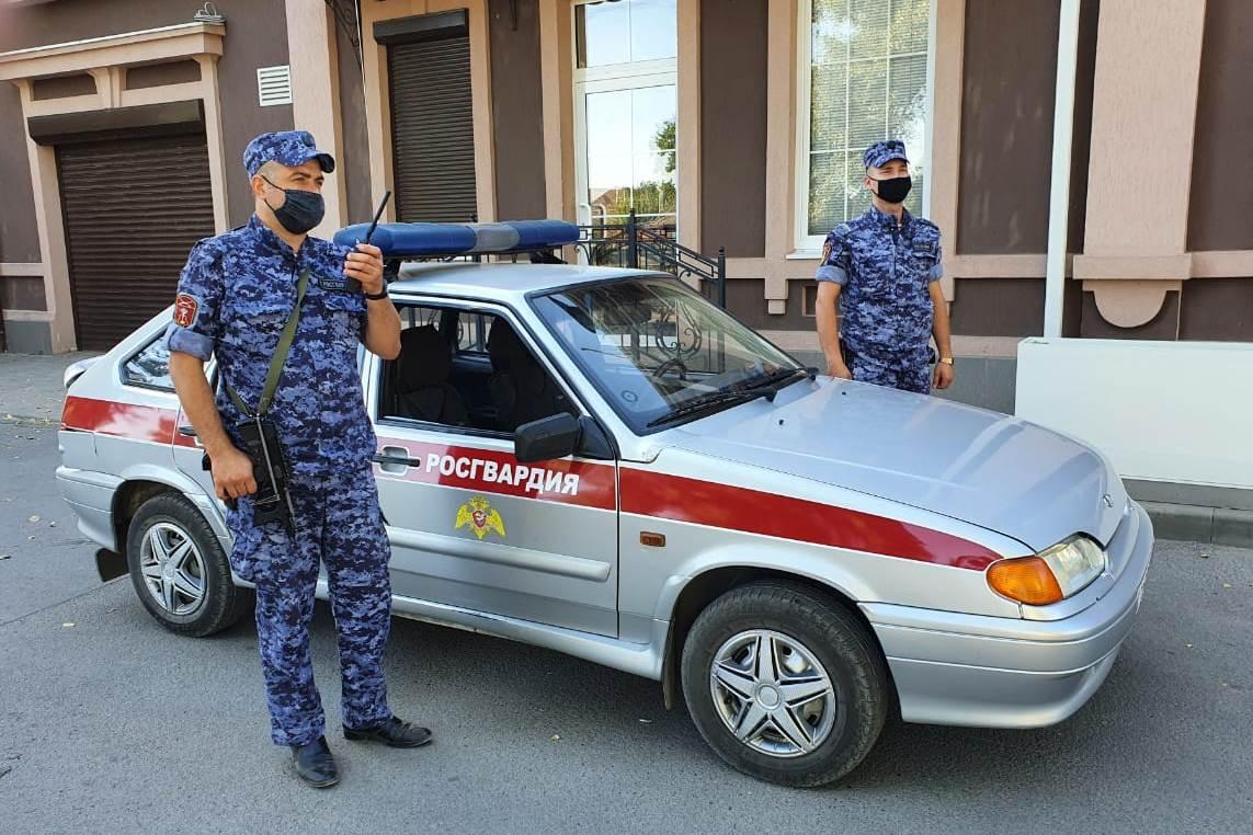 Сотрудники Росгвардии задержали подозреваемого в нанесении ножевого ранения жителю Таганрога