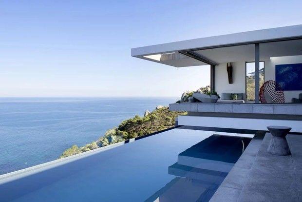 Модернистский дом на горной вершине