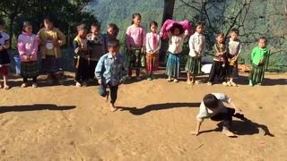 màn nhảy hip hop kinh điển của trẻ em vùng cao