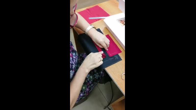 Прорезной карман листочка с втачными краями