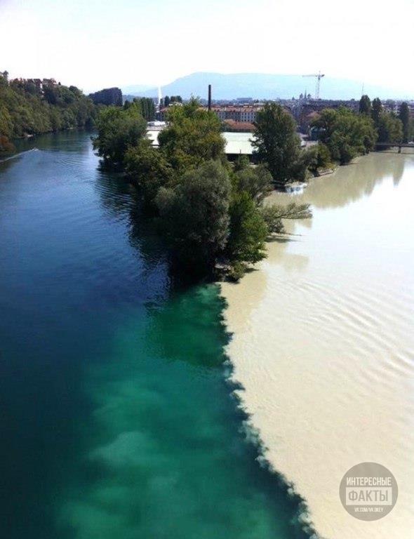 Слияние рек Роны и Арва в Женеве, Швейцария.