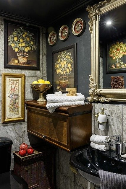 Квартира с тёмными стенами в старом Петербурге: в гостях у дизайнера Ольги Овчинниковой || 02