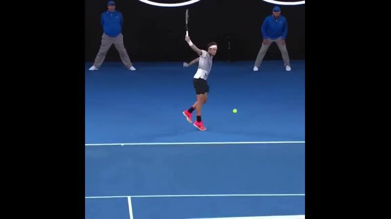 Отличный удар справа от Федерера