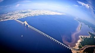 Почему через Амазонку не построили ни одного моста? Самая удивительная река на Земле.