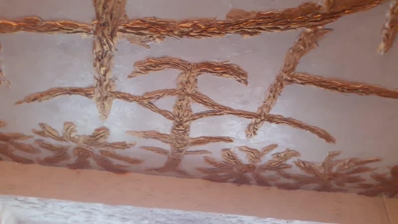 Барельеф на потолке
