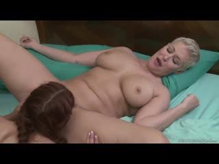 Ryan Keely and Vanna Bardot [Lesbian]