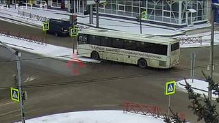 Еще одно ДТП с автобусом за сегодня. Лисицына/Мышкинский.