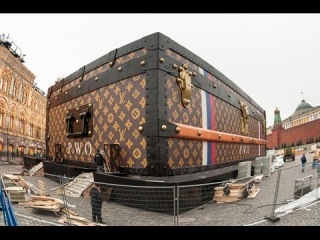 Video: Giant Louis Vuitton bag descends on Red Square