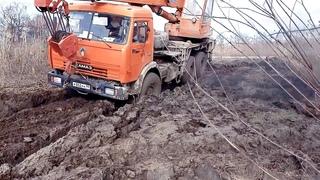 Автокраны УРАЛ и КАМАЗ на бездорожье!!! Кто проходимее в грязи и снегу?
