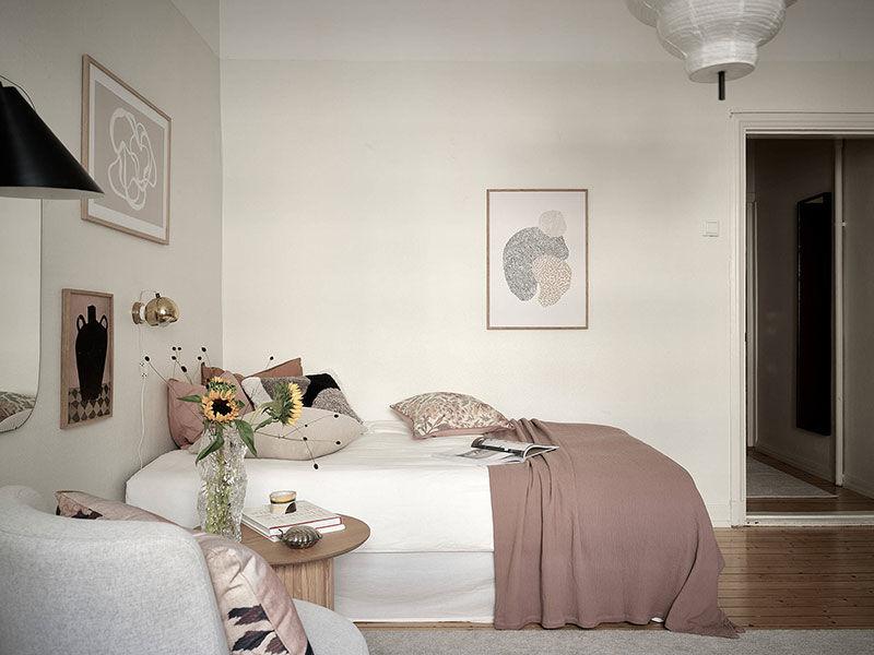 Очень маленькая квартира с нежным декором для девушки в Швеции (23 кв.