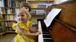 Ярослава (3 года) и Марианна (6 лет) Лемешкины. Пять ансамблей.