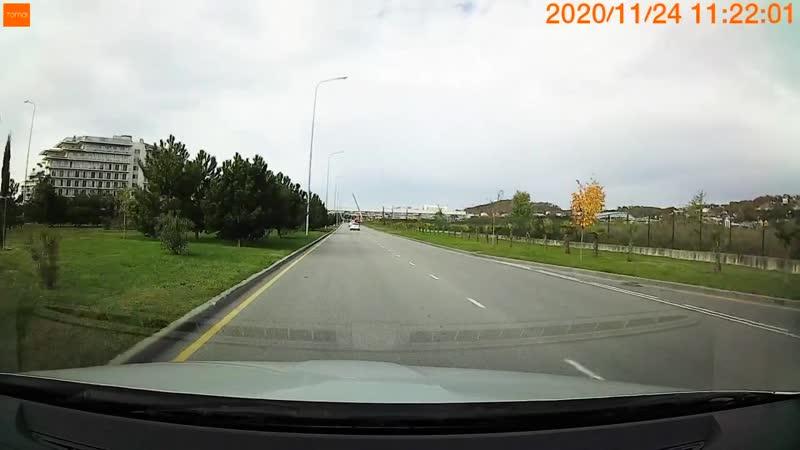 Повернул налево через встречную полосу движения любимая точка ДПС в Олимпийском парке