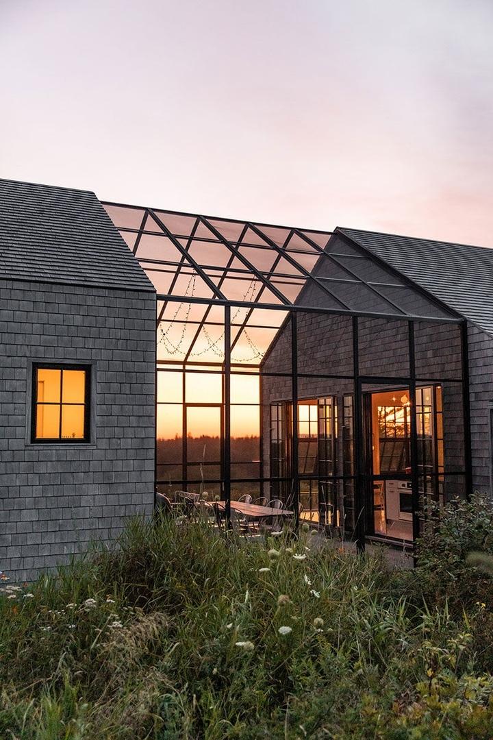 Интересная архитектура и продуманное остекление: дом на острове в штате Мэн || 01