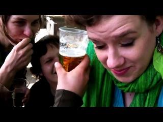 Чешская студентка выпила стакан пива ухом