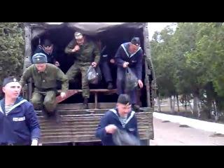 Как в российской армии вывозят солдат в баню