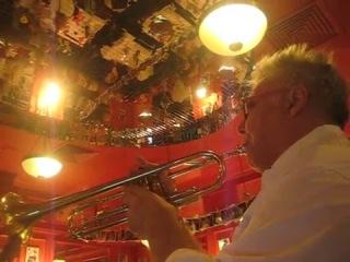 Жеже де Монмартр- играет во французском кафе Жан-Жак (Маросейка)