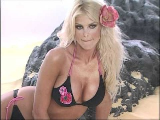 Victoria Silvstedt on MED lingerie and