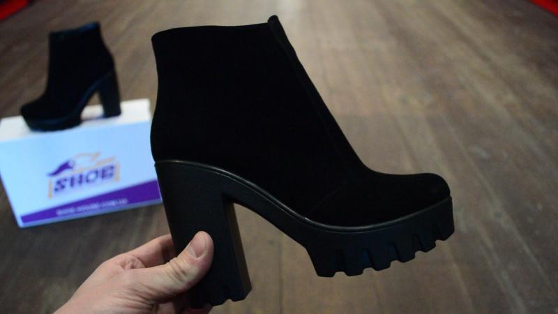 Женские замшевые зимние ботинки WRIGHT на толстом каблуке