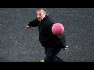 "Meet ""Welsh Maradona"" Andrew Cassidy : Fat, 50, And An Amazing Football Freestyler - 26th March 2013"