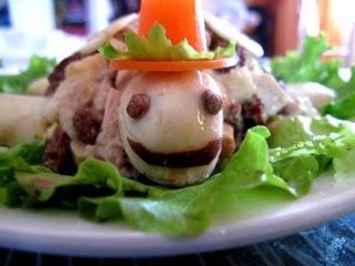 Салат из курицы с грецкими орехами.