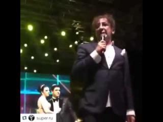 Григорий Лепс психанул на свадьбе и швырнул микрофон на пол