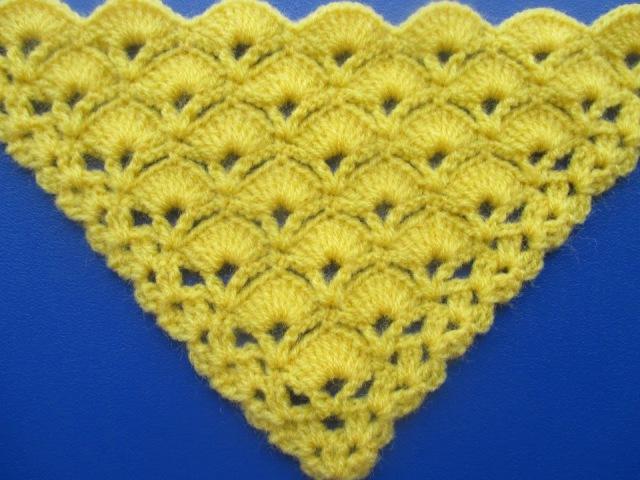Chal Triangular o en punta Tejido a Crochet en Punto Abanicos paso a paso
