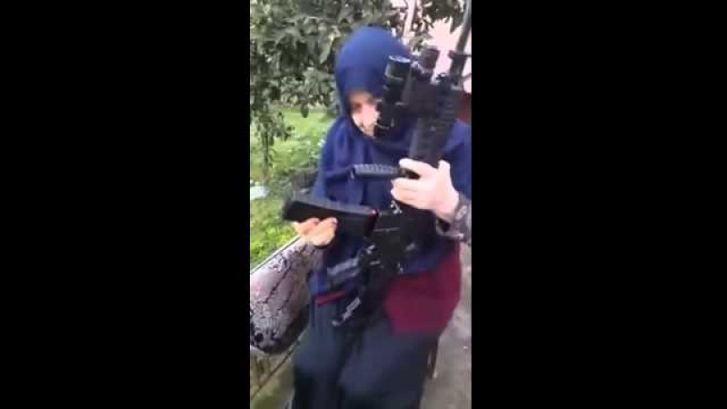 HACI BABAANNE Karadenizli Laz Nene :) Tüfek atıyor ben varken buralara kimse giremez :)