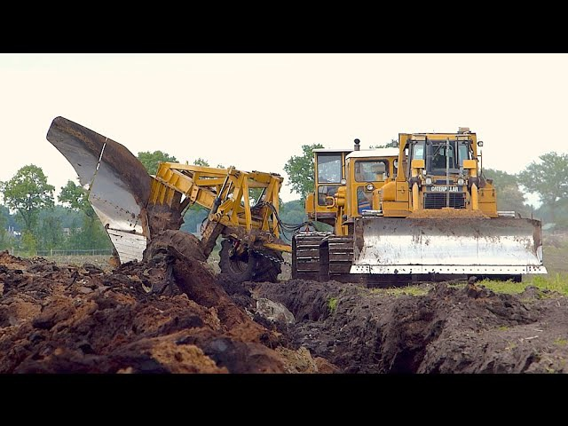 World s biggest plow Deep ploughing Caterpillar D8H E D6R 650HP Bijker diepploegen