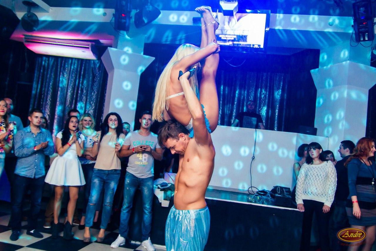 sexy-alex-strip-bank-doo-nude