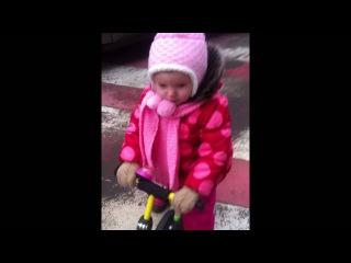 Mila Мила зимой на беговеле Puky