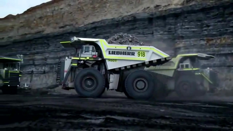 Samy bolshoy karyerny samosval v mire The biggest dump truck in the world