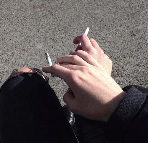 фото сигарет в руке аватария аватария